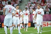 FUSSBALL  EUROPAMEISTERSCHAFT 2012   VORRUNDE Tschechien - Polen               16.06.2012 Enttaeuschte Polen nach dem 1:0 (Lukasz Piszczek, Mitte)