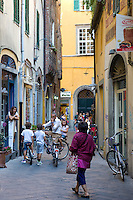 Shoppers and tourists in Via Fillungo, Lucca, Italy