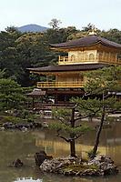 """Asie/Japon/Kyoto: Le pavillon d'Or ou """"Kinkaku Ji"""" édifié en 1394 puis reconstruit après l'incendie en 1950 (temple bouddhiste)"""