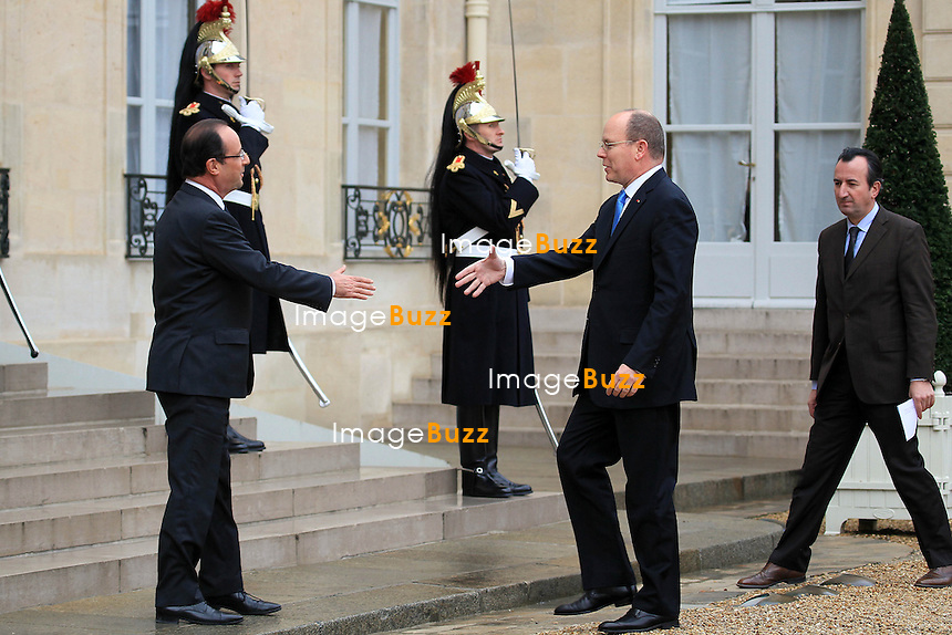 "Prince Albert II of Monaco and French President Francois Hollande at the ""Palais de l'Elysée"" in Paris. On december 7th 2012..François Hollande et le Prince Albert II - Paris le 07 12 2012 - Francois Hollande a reçu le Prince Albert II a déjeuner au Palais de l'Elysée."