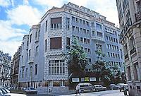 Henri Sauvage: 65 Rue La Fontaine. Studio apartments of 1926. Photo '90.