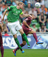 FUSSBALL   1. BUNDESLIGA   SAISON 2011/2012    1. SPIELTAG SV Werder Bremen - 1. FC Kaiserslautern             06.08.2011 Per MERTESACKER (li, Bremen) gegenItav SHECHTER (re, Kaiserslautern)