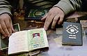 Irak 2000.Dans le souk d'Erbil, les faux passeports irakiens.    Iraq 2000.In the market, a false passport