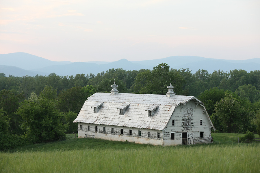 A barn in Albemarle County, Va. Photo/Andrew Shurtleff