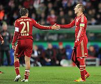 Fussball DFB Pokal:  Saison   2011/2012  Achtelfinale  20.12.2011 VfL Bochum - FC Bayern Muenchen  Philipp Lahm, Arjen Robben (v. li., FC Bayern Muenchen)