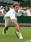 Tennis All England Championships Wimbledon Florian Mayer (GER) beim Vorhandvolley.