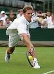 Tennis All England Championships Wimbledon Florian Mayer (GER) beim Vorhandvolley.