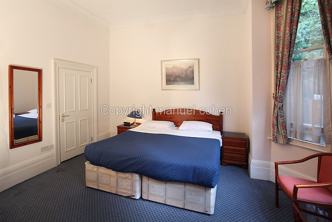 Apartment langorf hotel and apartments london england for Divan finchley