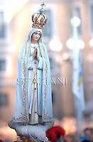 Statue Lady of Fatima.Pope Francis prays in front of Our Lady of Fatima in St. Peter's square at the Vatican on October 12, 2013