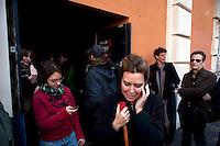 Roma 12  Dicembre  2011.La polizia giudiziaria si è presentata in piazza dei Sanniti a San Lorenzo con l'intenzione di porre i sigilli all'ex Cinema Palazzo, gli occupanti   stanno trattando con  le autorità giudiziarie per  evitare la chiusura. L'attrice Sabina Guzzanti si oppone allo sgombero
