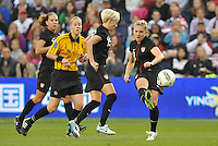 USWNT midfielder Amy Rodriguez (8) passes the ball.