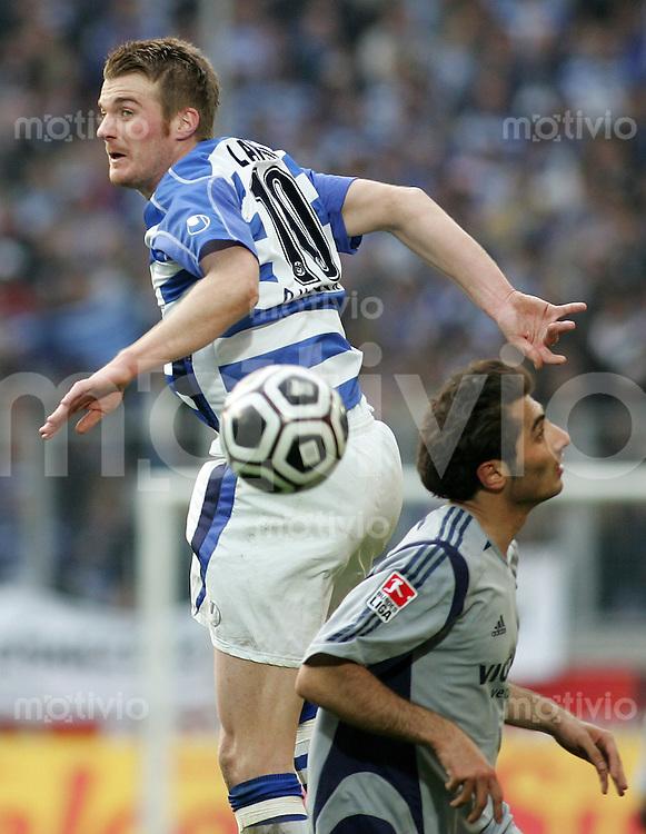 Fussball 1. Bundesliga Saison 2005/2006  29. Spieltag   MSV Duisburg - FC Schalke 04         Klemen LAVRIC (links, Duisburg) im Zweikampf mit Hamit ALTINTOP (rechts, Schalke).