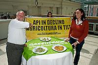 Roma 20  Maggio 2014<br /> Greenpeace e lo chef Antonello Colonna   in difesa delle api  e per un agricoltura senza pesticidi. Presentato  presso il ristorante Open Colonna, al Palazzo delle Esposizioni, il progetto  di agricoltura sostenibile per fermare il declino delle api.Lo chef  Antonello Colonna  presenta alcuni piatti realizzati con ingredienti che dipendono dall'impollinazione delle api, con Federica Ferrario, responsabile della campagna  Agricoltura sostenibile, di Greenpeace Italia.<br /> <br /> Rome May 20, 2014 <br /> Greenpeace and chef Antonello Colonna in defense of bees and for a farming without pesticides. Presented at the restaurant Open Colonna, at the Palais des Expositions, the project of sustainable agriculture to stop the decline of bees.<br /> The chef Antonello Colonna presents some dishes made with ingredients that are dependent on pollination by bees, with Federica Ferrario, campaign manager Sustainable Agriculture, Greenpeace Italy.