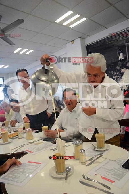 Justino Compe&aacute;n Justino Compe&aacute;n Palacios es un directivo mexicano y presidente de la Federaci&oacute;n Mexicana de F&uacute;tbol, durante un desayuno en el caf&eacute; de la parroquia del puerto de Veracruz, siviendo el tradicional .<br /> ...**<br />  Boca del Rio  Veracruz el 11 Marzo 2014.<br /> <br /> &copy;WilberVazquez/NortePhoto