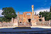 The Tre Esedre Banquet Hall of Hadrian's Villa ( Villa Adriana ) built during the second and third decades of the 2nd century AD, Tivoli, Italy. A UNESCO World Heritage Site.