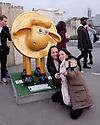 London, UK. 07.04.2015. Shaun the Sheep, charity sculptures, London, UK. Women taking selfies with Shaun-Xiao, Tower of London. Photograph © Jane Hobson.