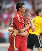 FUSSBALL   1. BUNDESLIGA  SAISON 2011/2012   5. Spieltag FC Bayern Muenchen - SC Freiburg         10.09.2011 JUBEL nach dem Tor Mario Gomez mit Bastian Schweinsteiger (v. li., FC Bayern Muenchen)