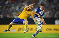 FUSSBALL   EUROPA LEAGUE   SAISON 2011/2012   Play-offs FC Schalke 04 - HJK Helsinki                                25.08.2011 Klaas-Jan HUNTELAAR (re, Schalke) gegen Mathias LINDSTROEM (li, Helsinki)