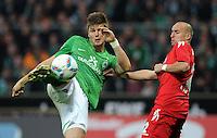 FUSSBALL   1. BUNDESLIGA   SAISON 2011/2012    12. SPIELTAG SV Werder Bremen - 1. FC Koeln                              05.11.2011 Sebastian PROEDL (li,  Bremen) gegen Miso BRECKO (re, Koeln)