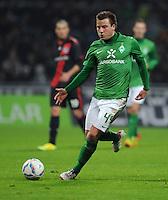 FUSSBALL   1. BUNDESLIGA   SAISON 2011/2012   19. SPIELTAG Werder Bremen - Bayer 04 Leverkusen                    28.01.2012 Philipp Bargfrede (SV Werder Bremen) Einzelaktion am Ball