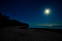 Full moon at Amuri Beach, Aitutaki Island, Cook Islands.