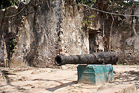 Spanish cannon in front of the the ruined custom house or Casa de Cortes in La Antigua, Veracruz, Mexico. The village of La Antigua dates back to 1523. Hernan Cortes reportedly scuttled his ships here before marching inland to conquer the Aztecs.