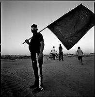 Near Netzarim settlement, Gaza strip, Sept 11 2005.A few hours before Israel final withdrawal from the Gaza strip Palestinians start to rejoice. Islamic Jihad militants watch the last israeli tanks.