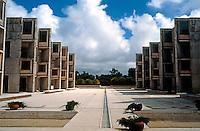 Louis I. Kahn: Salk Institute, La Jolla 1965. Court. Photo 2004.