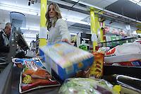 Discount è un punto vendita di prodotti alimentari, casalinghi, prodotti per la casa e altro, dove è possibile trovare merce non di marca a prezzi più economici..Discount is a store of food, household goods, household products and other things, where you can find non-branded products at cheaper prices.