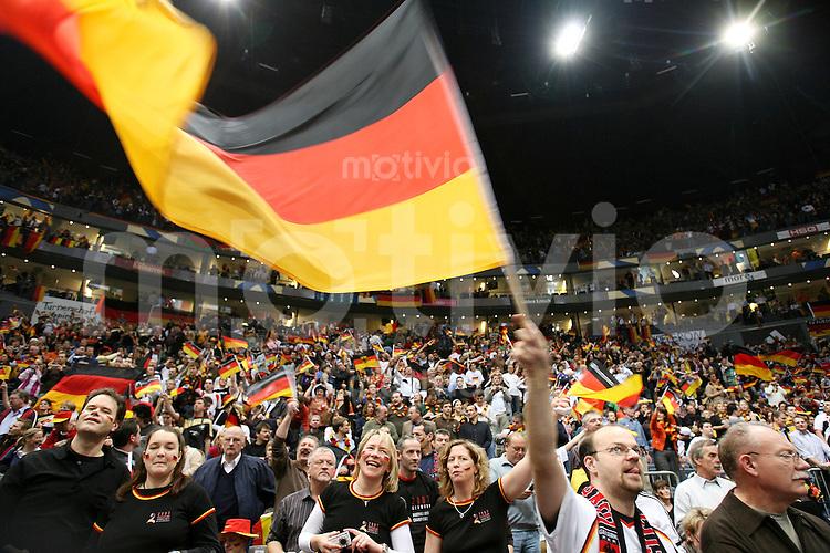 Handball-WM 2007   VIERTELFINALE   Spanien - Deutschland            Deutsche Fans in der Koelnarena