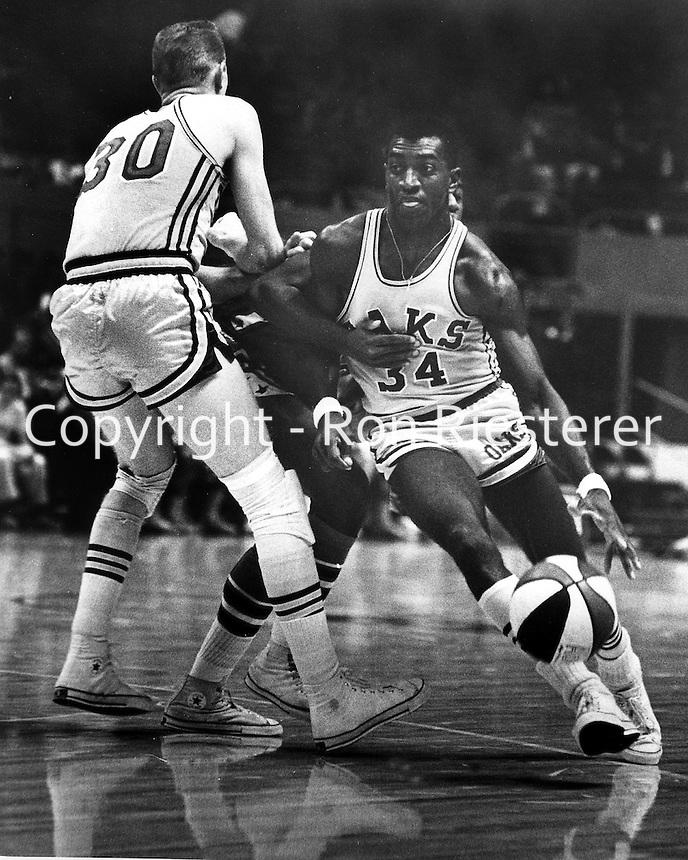 Oakland Oaks basketball 1978.<br />(Ron Riesterer/photo)
