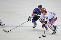 IJSHOCKEY: HEERENVEEN: IJsstadion Thialf, 27-10-12, Eredivisie, Friesland Flyers - HYC Herentals, Eindstand 4-2, Jerry Pollastrone (#39) gaat het duel aan met Mitch Morgan (#67), ©foto Martin de Jong