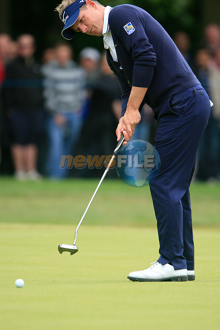 Luke Donald (ENG) takes his putt on the 1st green during the Final Day of the BMW PGA Championship Championship at, Wentworth Club, Surrey, England, 29th May 2011. (Photo Eoin Clarke/Golffile 2011)