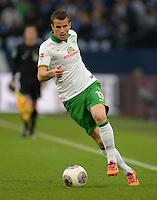 FUSSBALL   1. BUNDESLIGA   SAISON 2013/2014   12. SPIELTAG FC Schalke 04 - SV Werder Bremen                           09.11.2013 Lukas Schmitz (SV Werder Bremen) am Ball