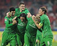 FUSSBALL   1. BUNDESLIGA  SAISON 2011/2012   11. Spieltag   29.10.2011 1.FSV Mainz 05 - SV Werder Bremen JUBEL Werder Bremen; Mehmet Ekic, Claudio Pizarro, Torschuetze zum 1-2 Aaron Hunt  und Clemens Fritz (v.li.)