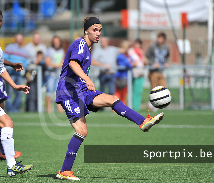 20130831 - BRUGGE , BELGIUM : Anderlecht's Luca Falsaperla pictured during the Under 19 ELITE soccer match between Club Brugge U19 and RSC Anderlecht U19 , of the second matchday in the -19 Elite competition. Saturday 31 August 2013. PHOTO DAVID CATRY
