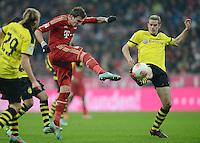FUSSBALL   1. BUNDESLIGA  SAISON 2012/2013   15. Spieltag FC Bayern Muenchen - Borussia Dortmund     01.12.2012 Mario Mandzukic (Mitte, FC Bayern Muenchen) gegen Sven Bender (re, Borussia Dortmund)