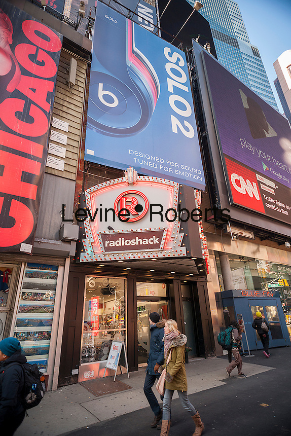 A RadioShack store in New York on Thursday, January 15, 2015. The struggling electronics retailer is reported to be peppering to file for bankruptcy next month. The company has posted losses for the last 11 quarters and is running out of cash for its day-to-day operations. It employs 24,000 people. (© Richard B. Levine)