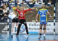 Handball Bundesliga Frauen - Playoff Finale um die deutsche Meisterschaft. Zum Hinspiel empfängt der Handballclub Leipzig (HCL) den Thüringer HC (THC). .IM BILD: HCL Torfrau Katja Schülke / Schuelke beim Siebenmeter von Sonja Frey .Foto: Christian Nitsche