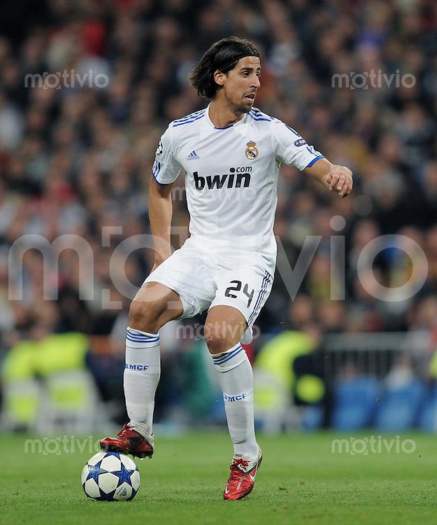 FUSSBALL   CHAMPIONS LEAGUE   SAISON 2010/2011   Achtelfinale  16.03.2011 Real Madrid  -  Olympic Lyon  Sami Khedira (Real Madrid) am Ball
