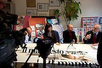 Roma, 9 Febbraio  2012.Conferenza stampa nella sede del giornale  Il Manifesto, che con l'apertura della procedura di liquidazione coatta della cooperativa editrice del quotidiano avviato dal ministero per lo Sviluppo economico, rischiano di rimanere senza lavoro ..Press conference at the headquarters of the newspaper Il Manifesto, that with the opening of the procedure for involuntary liquidation of the cooperative publishes the newspaper started by the Ministry of Economic Development are likely to remain jobless..Rome, Italy. 9th Febuary 2012..