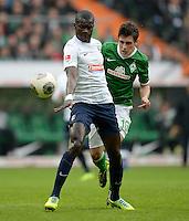 FUSSBALL   1. BUNDESLIGA   SAISON 2013/2014   9. SPIELTAG SV Werder Bremen - SC Freiburg                           19.10.2013 Fallou Diagne (li, SC Freiburg) gegen Zlatko Junuzovic (re, SV Werder Bremen)