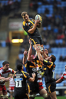 Joe Launchbury of Wasps wins the ball at a lineout. Aviva Premiership match, between Wasps and Gloucester Rugby on November 8, 2015 at the Ricoh Arena in Coventry, England. Photo by: Patrick Khachfe / Onside Images