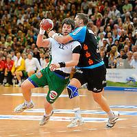 Momir Rnic (FAG) am Ball gegen rechts Sebastian Preiß (TBV)