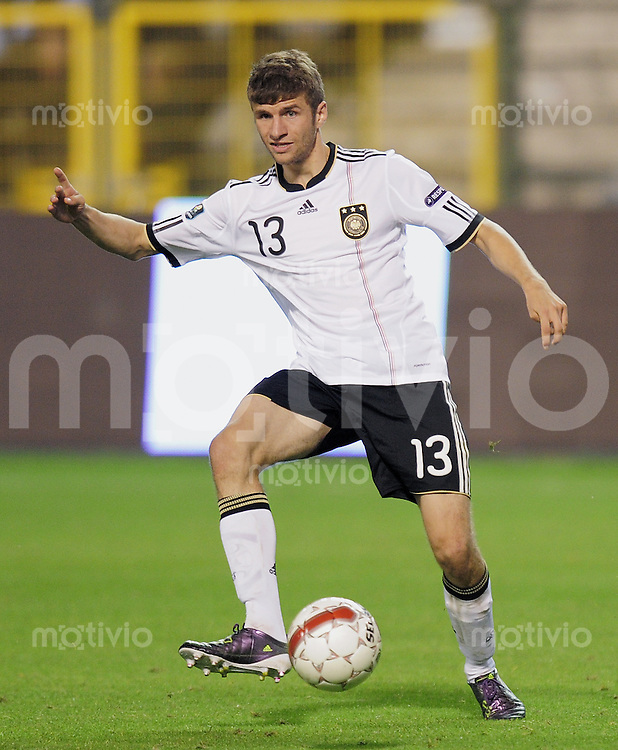 FUSSBALL INTERNATIONAL  EM 2012-Qualifikation  Gruppe A  03.09.2010 Belgien - Deutschland  Thomas MUELLER (Deutschland) am Ball