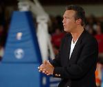 Basketball, BBL 2003/2004 , 1.Bundesliga Herren, Wuerzburg (Germany) X-Rays TSK Wuerzburg - GHP Bamberg (62:84) Trainer, Headcoach Aaron McCarthy (Wuerzburg) reibt sich die Haende.