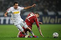 FUSSBALL   1. BUNDESLIGA   SAISON 2011/2012   23. SPIELTAG Borussia Moenchengladbach - Hamburger SV         24.02.2012 Juan Arango (li, Borussia Moenchengladbach) gegen Marcell Jansen (re, Hamburger SV)