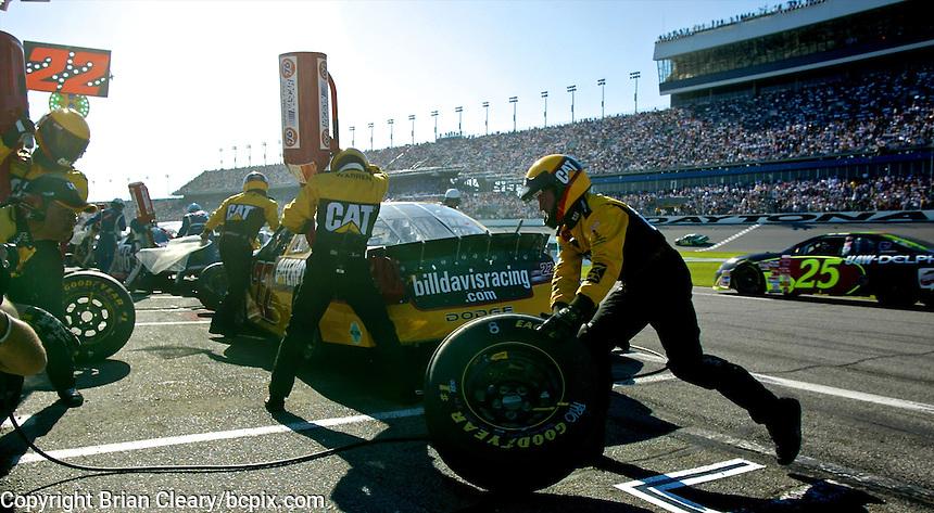 Ward Burton makes a pit stop en route to victory in the Daytona 500, Daytona International Speedway, Daytona Beach, FL, February 17, 2002.  (Photo by Brian Cleary/www.bcpix.com)