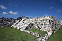 Temple of the Warriors, Mayapan, old Maya capital, c. 1250, destroyed during civil war in 1441, Yucatan, Mexico Picture by Manuel Cohen
