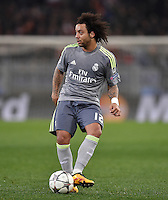FUSSBALL CHAMPIONS LEAGUE  SAISON 2015/2016 ACHTELFINAL HINSPIEL AS Rom - Real Madrid                 17.02.2016 Marcelo (Real Madrid) am Ball